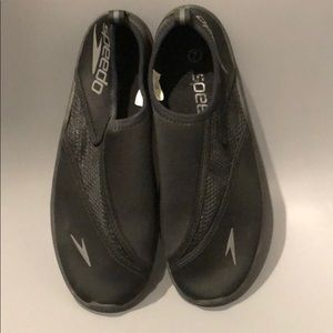 Speedo black surf knit shoes